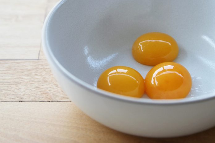تخم مرغ زرده طلایی