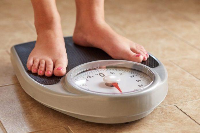 اندازه گیری وزن روی ترازو
