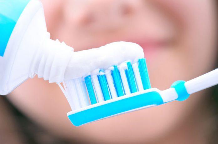 خمیر دندان های سفید کننده