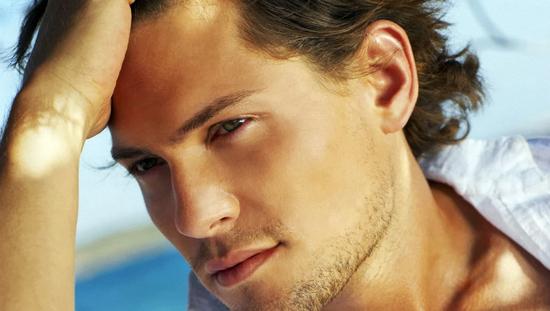 مرد زیبا و جذاب